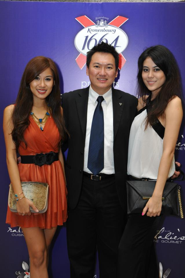 Sandwiched between 2 Miss World Malaysia - a nice place to be!