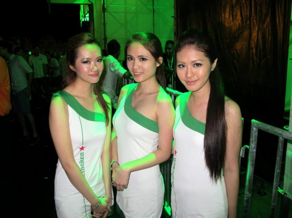 Lot s of Heineken girls to ensure that us party-goers were not thirsty