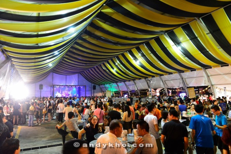 As with last year, the party was held in a giant tent erected in 1 Utama's Old Wing open air carpark. And it looks like this year's turnout surpassed the previous year!