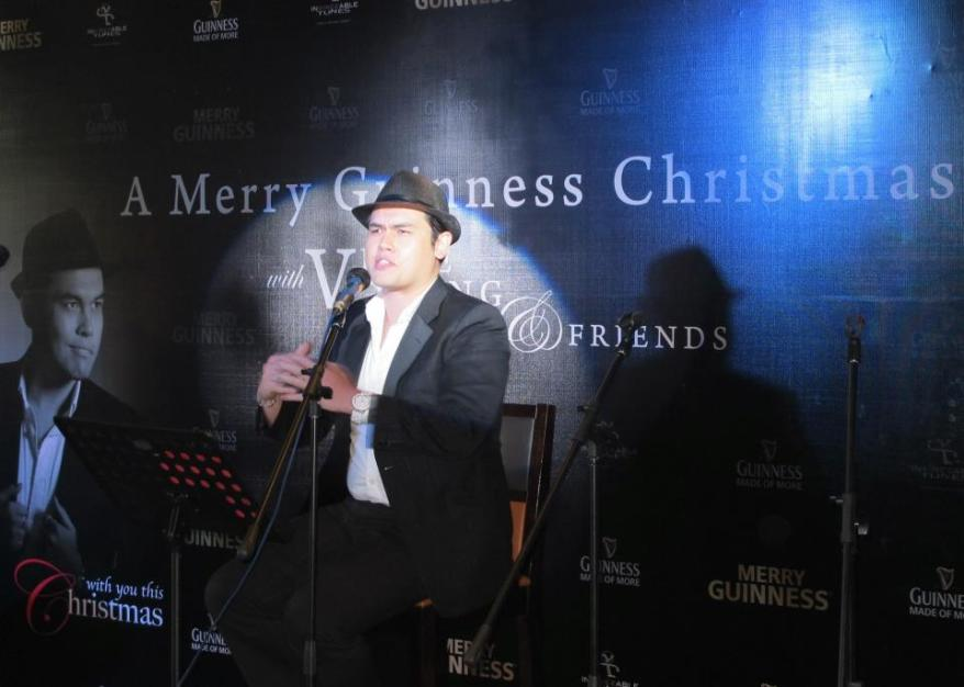 Vince serenaded us with songs from his Christmas album