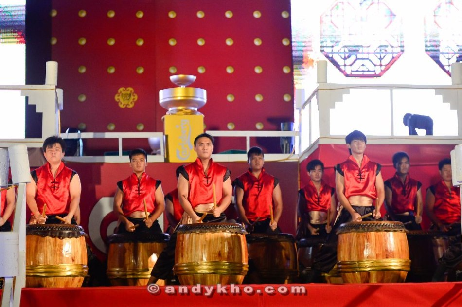 A Chinese drum performance to kick off the night