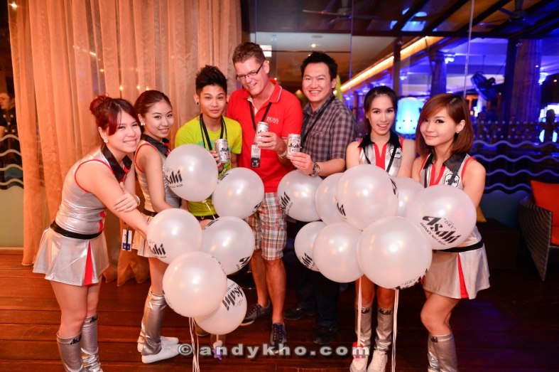 Chilling with beatboxer Sean Lee, Carlsberg MD Soren Ravn and the Asahi girls before the event