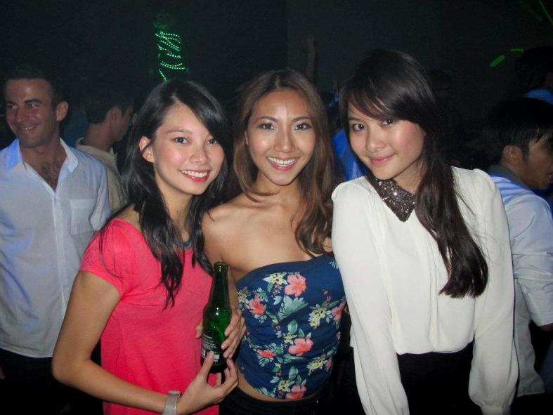 Heineken new bottle launch at KL Live - MHB's Adrienne and Chammaine with celebrity fitness blogger Fay Hokulani