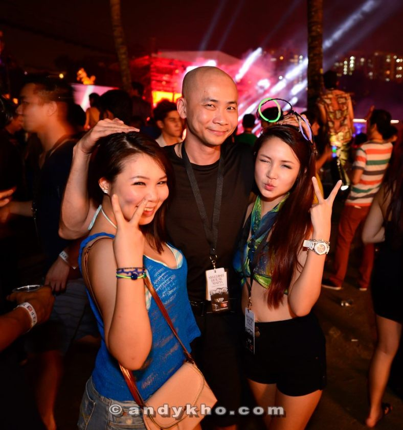 Andy Kho with Povy and her friend