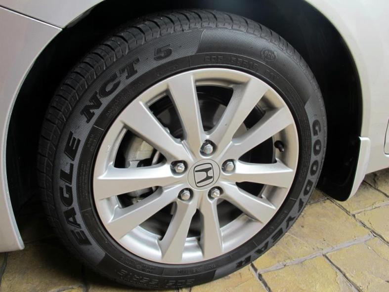 "205 / 55 R16 (16"" alloy rims)"