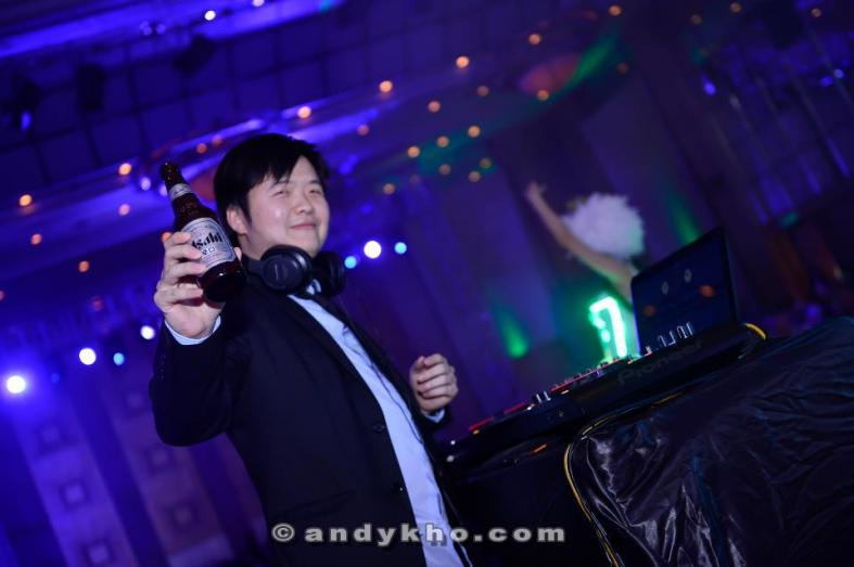 Asahi brand manager Calcin Khoo (not Calvin Harris) spun an EDM set before giving a brief presentation about Asahi's plans for 2013