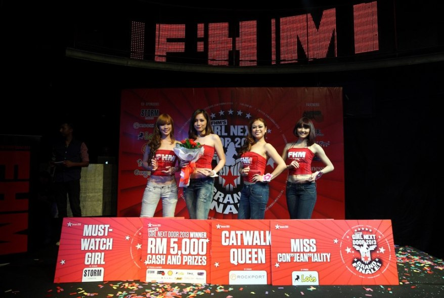 Apart from Victor, Caroline Fong walked home with the 'Catwalk Queen' title and RM500 worth of Rockport Shoes products; Estee Tan the 'Miss Con-jean-iality' title and RM500 worth of Lois Jeans products; and Stephanie Kuan the 'Must-Watch Girl' title and RM500 worth of Storm London timepieces products.