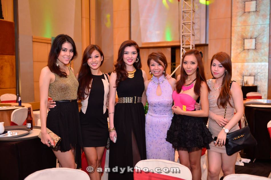 Chloe Chen, Lee Yvonne, Carey Ng, Winnie Loo, Leng Yein and ? (sorry lar, I don't know every hot chick you know!)