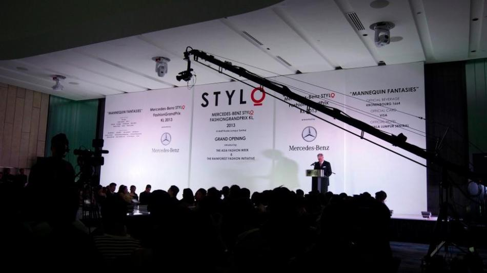 The president of Mercedes Benz Malaysia who is the title sponsor of this year's STYLO giving his speech in front of a minimalist and elegant backdrop. Sometimes less is more!