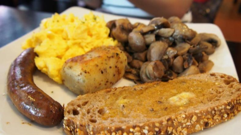 The 'Big Breakfast' comes with a pile of mushrooms, hash brown, toast, eggs and either a sausage or bacon. All for just RM19.00++.