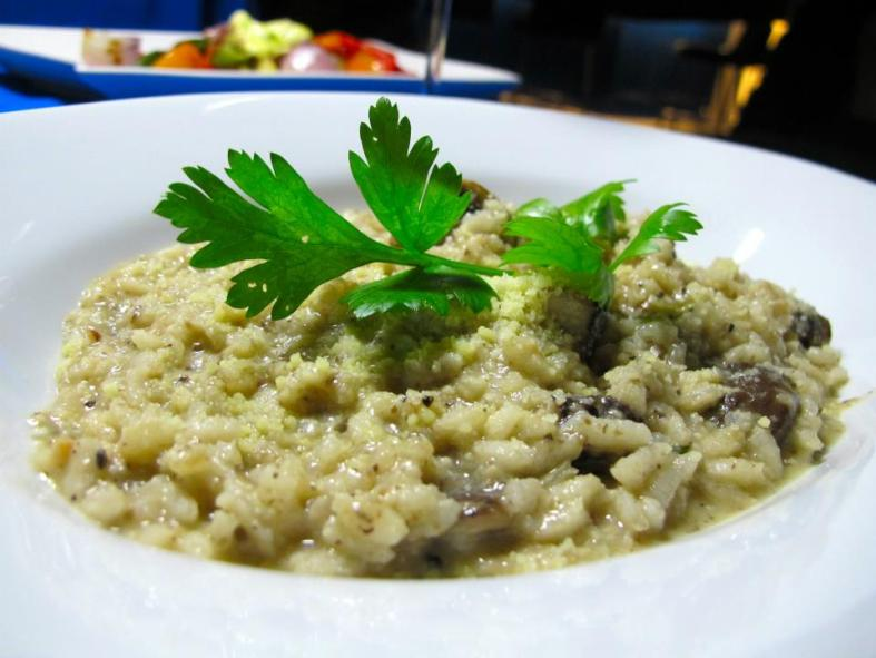 Mushroom Rissotto - Arborio rice braised with the mushroom puree, assorted mushroom on top with parmesan cheese. I'm a big fan of rissottos and this one was made pretty well! The herby mushroom flavour was balanced out with the creaminess of the cheese and I didn't let a single grain go to waste.