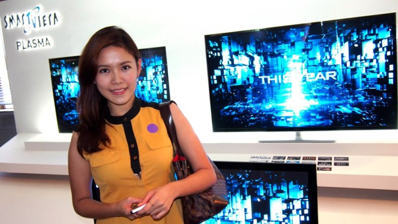 My partner in crime for the day was MHB's Esther Ng pictured here with some of the new Panasonic VIERA Smart Plasma TVs