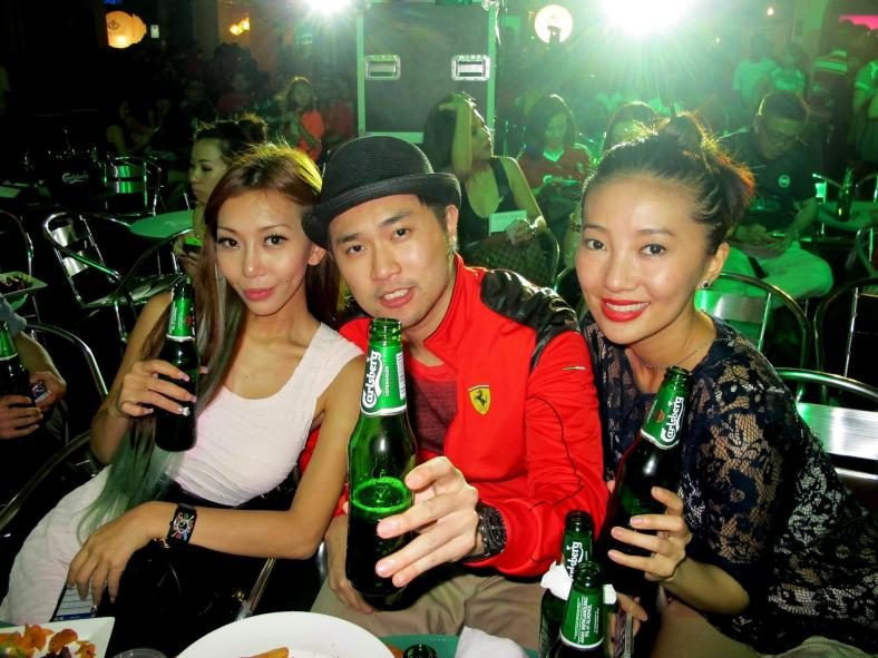 Public figures such as the sexy Leng Yein, violinist Dennis Lau and songbird Chelsia Ng also joined in the fun