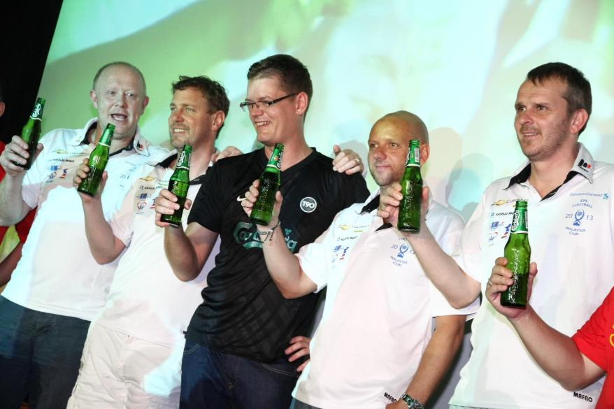 Soren Ravn, Managing Director of Carlsberg Malaysia together with the EPL Legends