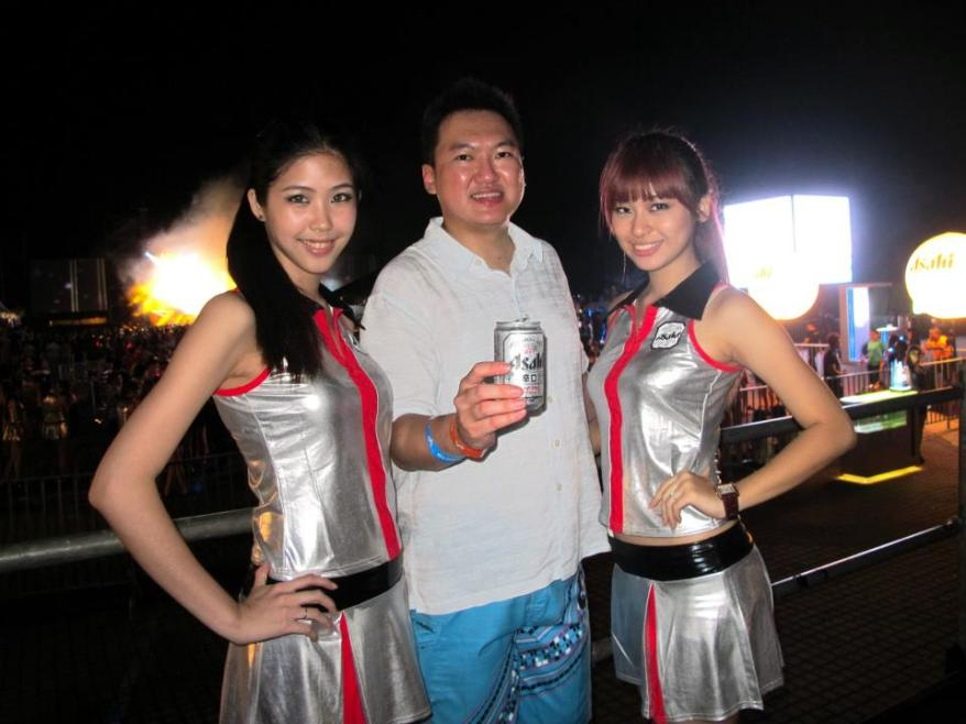 With the pretty Estelle and Hanli whom I would meet again the following night.
