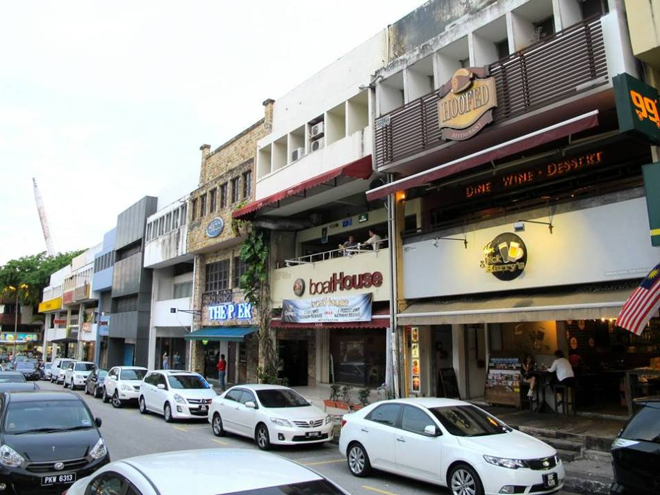 Hoofed is located in TTDI above Tom, Dick & Harry's and along the same row as Artisan Roast Coffee and Maybank