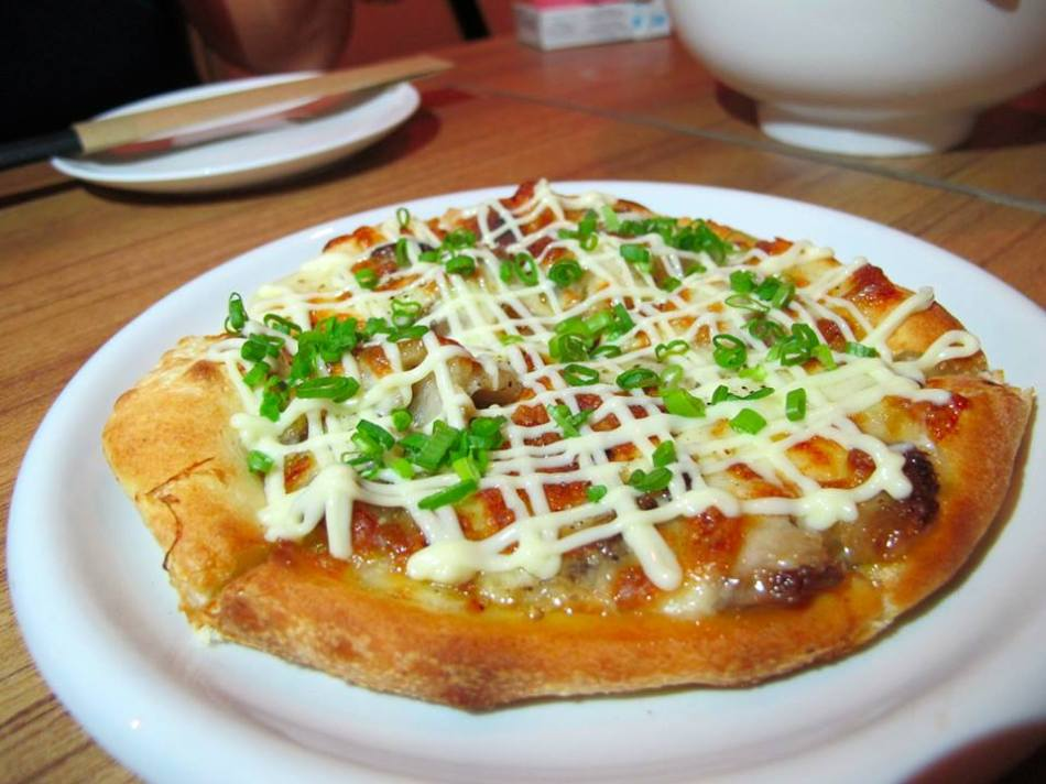 Char siew pizza - this is the mini version that we custom ordered from the kitchen as we felt that we couldn't finish the full size one which is much bigger.