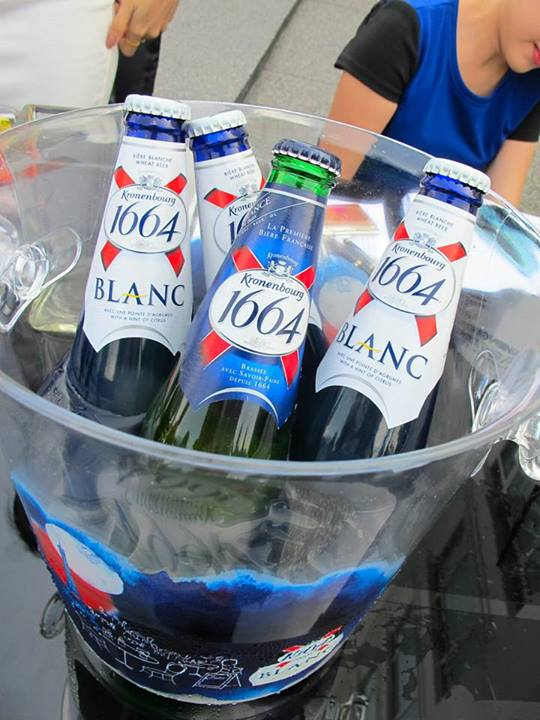 Most of you would undoubtedly know by now that I choose the Kronenbourg 1664 lager from this bucket as it prefer the stronger hops flavour as compared to the Blanc.