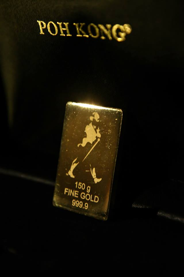 Then it was time to announce the winner of this gold bar embossed with the iconic striding man worth RM 25,000 from Poh Kong™, Malaysia's premier jewelers