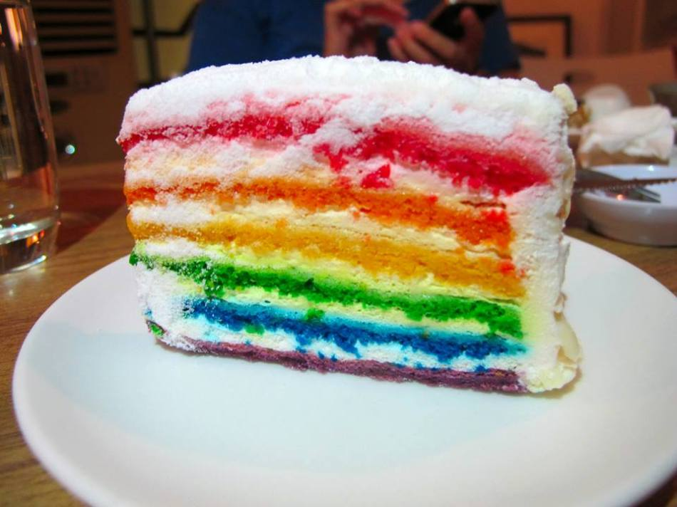 Rainbow cake - nice too look at and it's covered with white chocolate flakes but as I'm a dark chocolate guy I found it a tad too sweet for my taste.