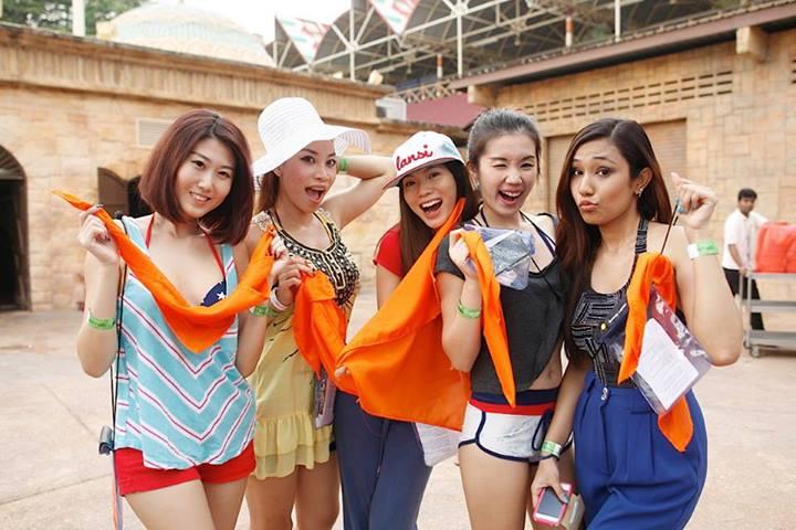 """The Orange Team aka """"Zesty Chicks"""" - Kate , Sarah, Mei Sze, Jiayeen and Kay"""