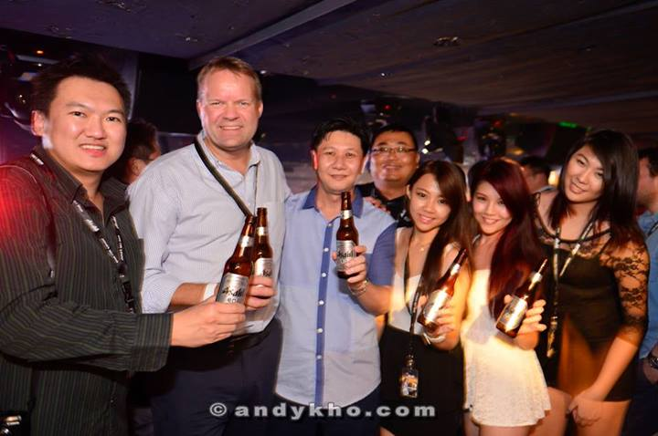 New Managing Director of Carlsberg Malaysia Henrik Anderson popped by the party and we took the opportunity to grab a photo with him