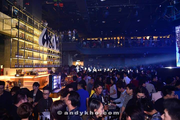 As the night went on the Soju Room got more and more packed with party-goers. After the event, Calvin Khoo, Brand Manager of Asahi Super Dry mentioned that the event was an incredible success with a record high 200% over target in Facebook contest participation and an overwhelming turnout at the party.  Even though it was crowded but there was still room to move and dance along to the music.