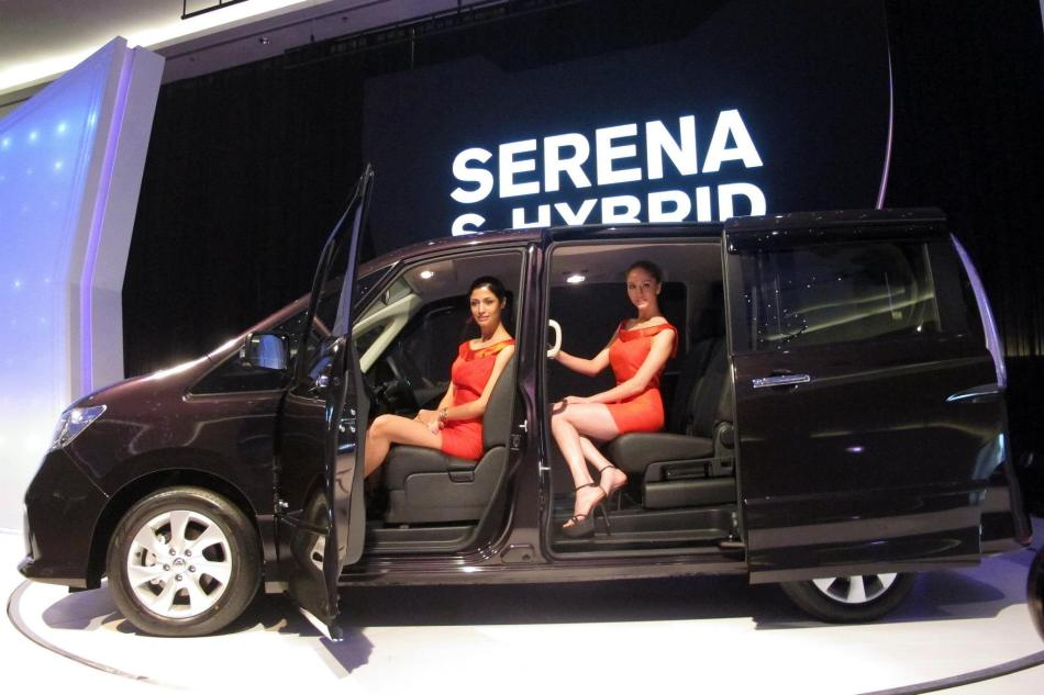 The interior space of the SERENA S-HYBRID is also claimed to be the largest and most flexible in its class, able to accommodate up to 8 persons while offering 14 different seating configurations by simply sliding the seats around.