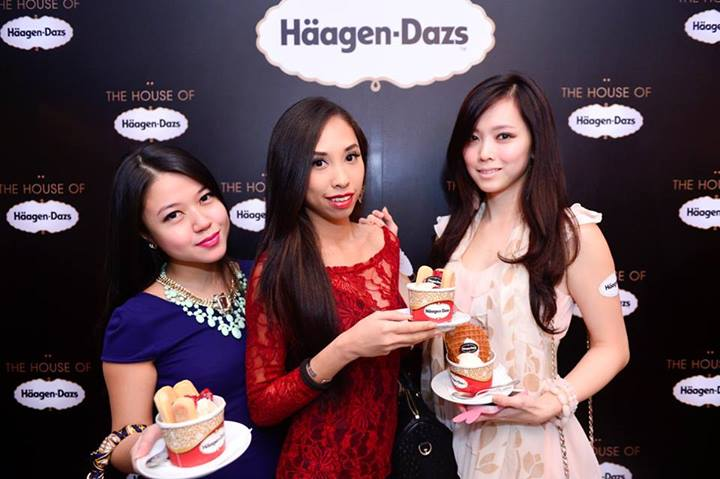 Ju Nn with MHB's Abigail and Miss Universe Malaysia 2013 First Runner Up Natalia Ng. Abigail would at the end of the night win a year's supply of Haagen Daz ice cream in the lucky draw!