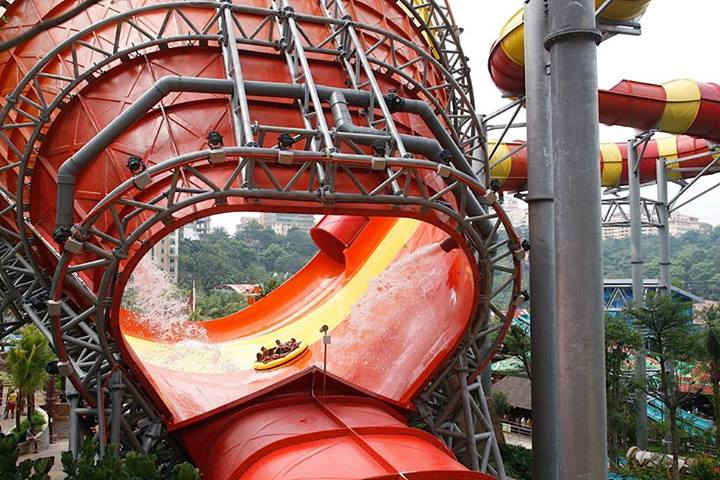 The Vuvuzela which is the latest attraction at Sunway Lagoon terrified even the video crew following the teams while some team members were even seen regurgitating their breakfast!