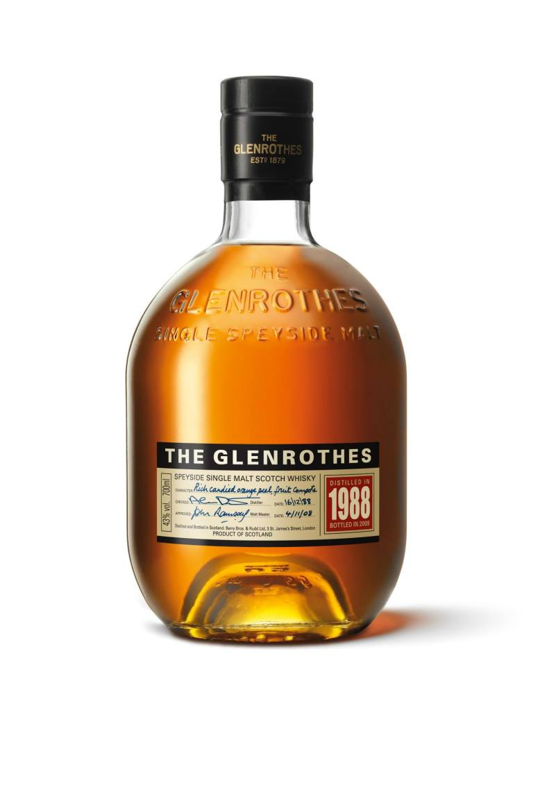 The Glenrothes 1988 has a copper gold, clear and bright appearance with a rich and spicy bouquet of ripe, dark, berry fruits. It was rich, and full flavour on the palate featuring candied orange peel, fruit compote, and came with a very long, medium sweet finish. Not for amateur whisky drinkers as this was a really complex whisky. I actually experimented pairing the four (4) Glenrothes vintages with the various dishes to see which I liked better. Some flavours went well with multiples dishes while some best suited the dish it was paired with. I even tried adding a dash of water to the whisky or a couple of ice cubes to try to release more flavours. My point is – don't be afraid to try and experiment (but please don't drink quality whiskies with Coke). You might find a combination that you like!