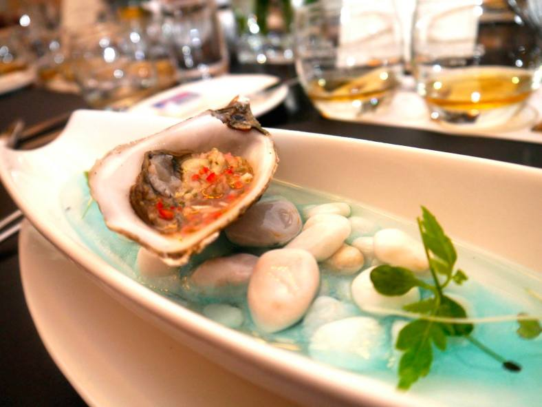 Gin Oyster marinated in chilli, lime and gin. I love oysters and this one was zesty and refreshing. Interesting flavours that contrasted wildly with the Glenrothes Vintage 2011.