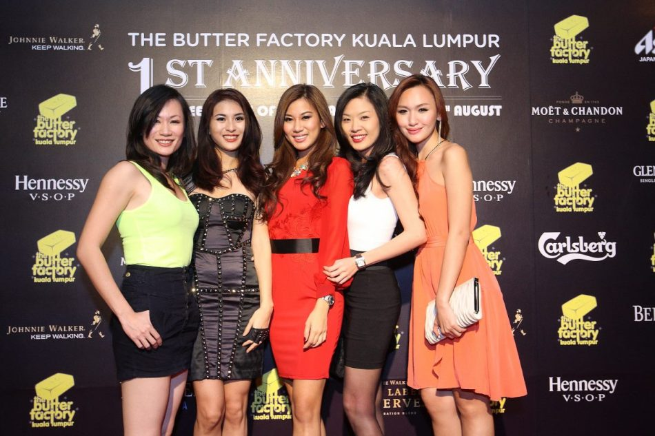 There were loads of hot chicks including Miss World Malaysia 2012 Lee Yvonne and Miss Tourism Malaysia Weena Marcus
