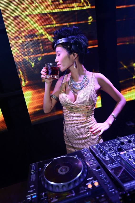 The highlight of the night was DJ Show who was flown in from Korea exclusively for the event, and she entertained the crowd with her K-Pop-EDM set.
