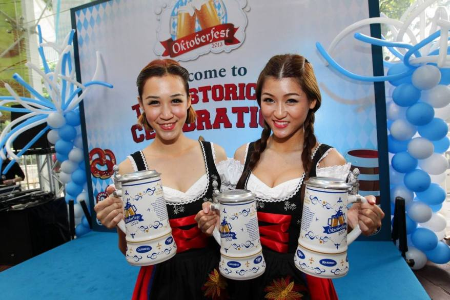 The promoter girls with the special edition 1 litre Ceramic Oktoberfest Mug