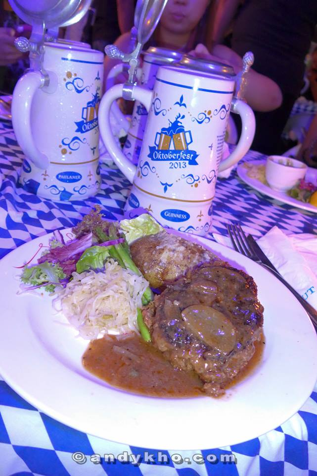 And my beef steak thingy (sorry lar but I forgot the exact name) abd that's my limited edition GAB's Oktoberfest 2013 1 litre stein with a cover to prevent foreign objects from falling into your beer.