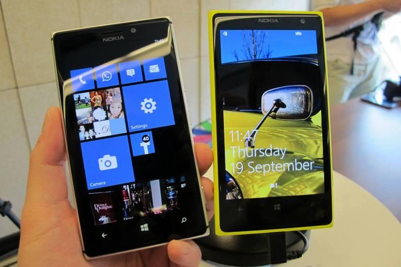 My Nokia Lumia 925 (left) versus the Lumia 1020 (right)