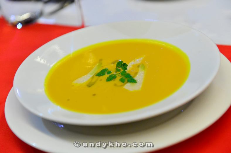 Arrosto Butternut - RM20.00 - Roasted butternut soup served with pecorino and basil oil. I love Pietro's mushroom soup but this one is slowly becoming a favourite of mine too! The earthy and creamy flavours with a smooth texture makes this a good start to the meal