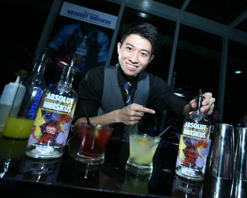 Bar flairing performer Carter Nguyen with the Absolut Hibiskus cocktails