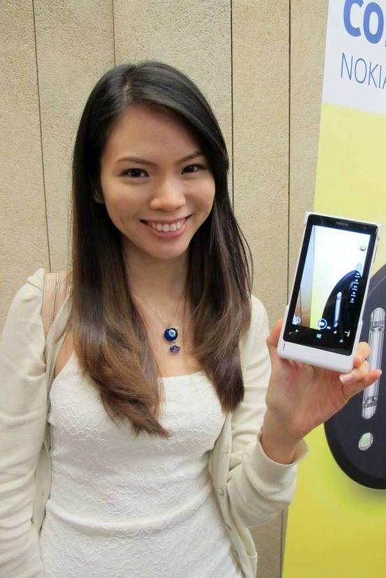 Mei Sze with the Lumia 1020