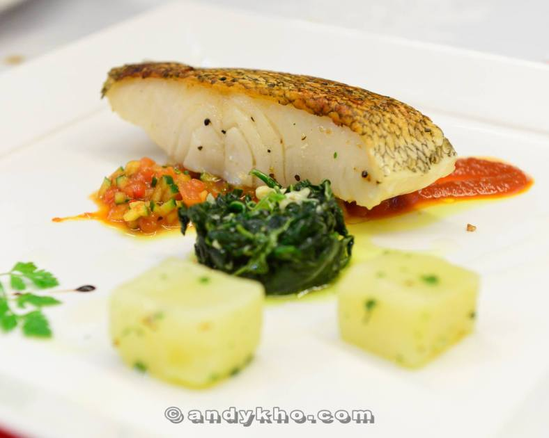 Merluzzo del Pacifico - RM65.00 - pan roasted cod fish with tomato roma gazpacho served with boiled spinach and cube potatoes. The cod was oh so fresh while the skin was crispy! The tomato gazpacho sauce lent some acidity to the dish while the spinach and potatoes made it a more hearty meal.