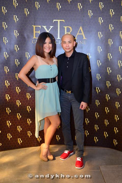 Red FM's Mynn Lee and Andy Kho at the photowall