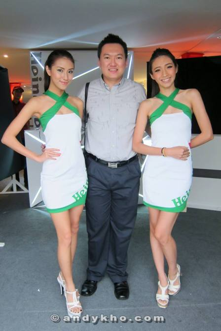 With two (2) of my favourtite freelance talents - Sonia Ng and Peggie (L - R)