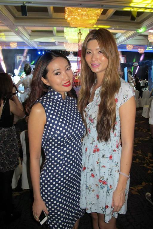 Spotted some Malaysian celebs - Malaysian songstress Chelsia Ng with Miss World Malaysia 2005 Emmeline Ng