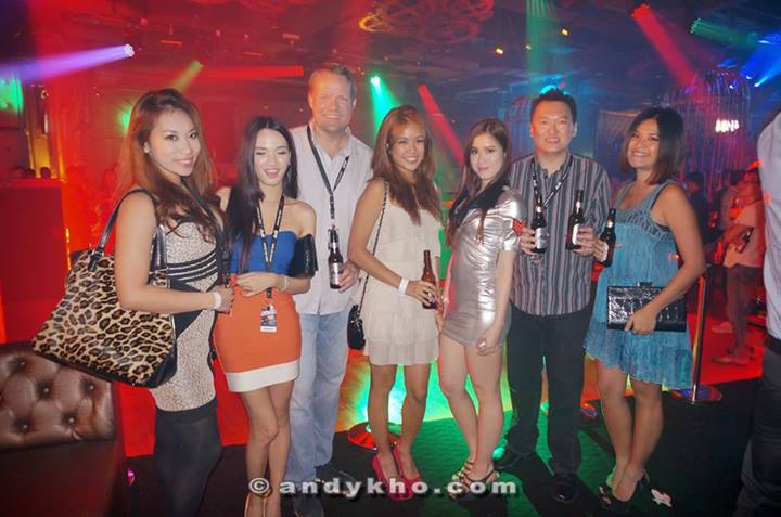 "A pic with Henrik Andersen of Carlbserg Malaysia who remarked earlier during the night that ""Asahi Super Dry, Japan's No.1 premium beer around the world has put together this platform for electronic dance music enthusiasts to enjoy a night that ignites endless possibilities.  The Club Asahi concept was meant to bring unique themes and enigmatic experiences from the most dynamic and exciting metropolises around the world right into the heart of some of Malaysia's hottest clubbing venues. This final event was a climax for the Club Asahi series in 2013 and an establishment of Asahi Super Dry's accomplishments in such a short period of time."""