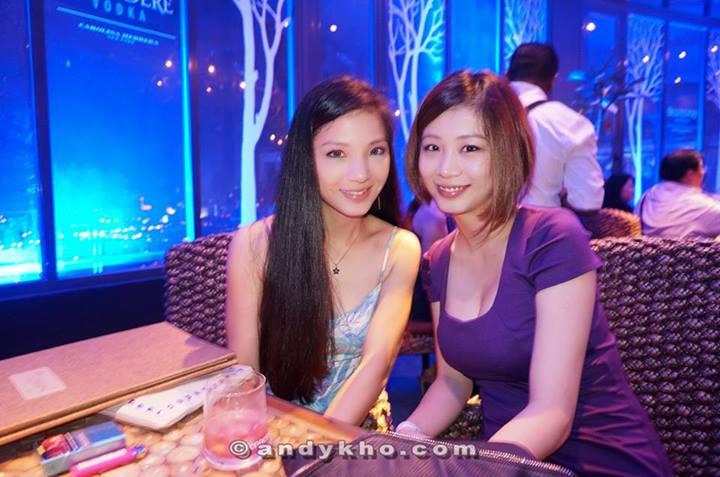 The pretty Sim sisters!