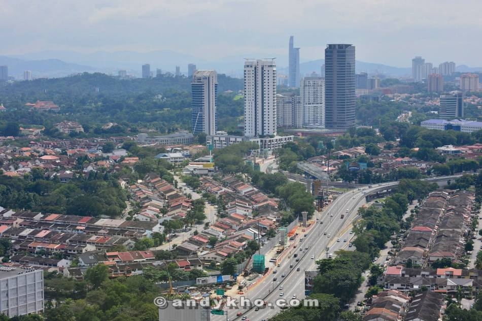 The panaromic view of Damansara and surrounding areas. We could even spot the Twin Towers and KL Tower. This was actually my first time up at Stratosphere during the daytime.