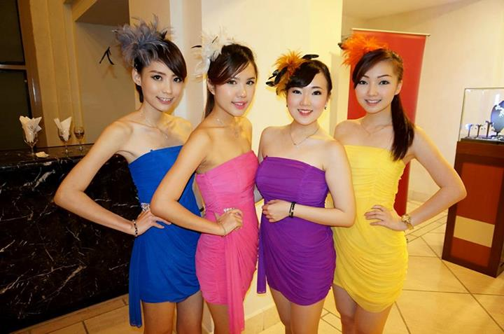 The very colourful usherettes!