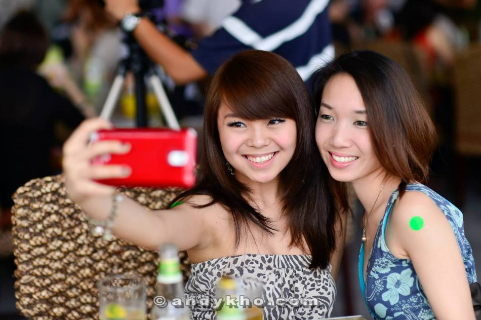 MHB's Ashley Mah and Naomi Tham managed to wake up for the event and they did what girls love doing - selfies!