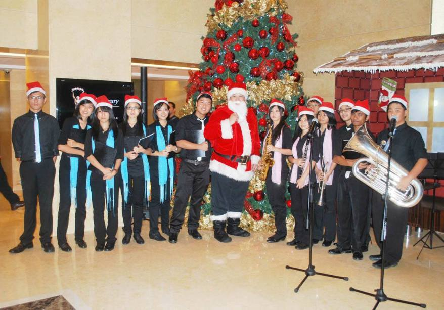 Santa Claus with the carolers